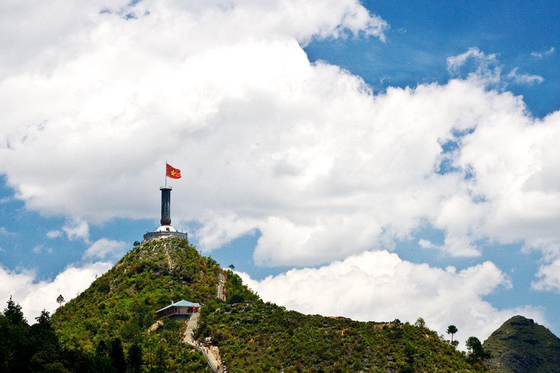 Top 10 Địa điểm du lịch Hà Giang cột cờ lũng cú