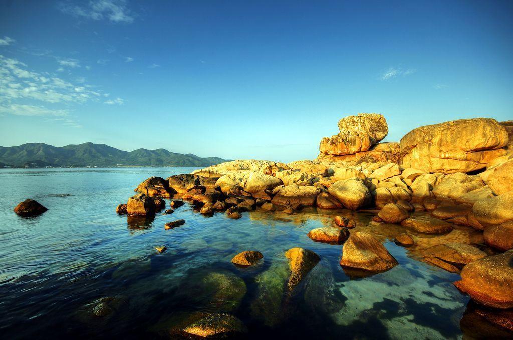 Top 5 Địa Điểm du lịch đẹp nhất Nha Trang Hòn Chồng</strong><br />