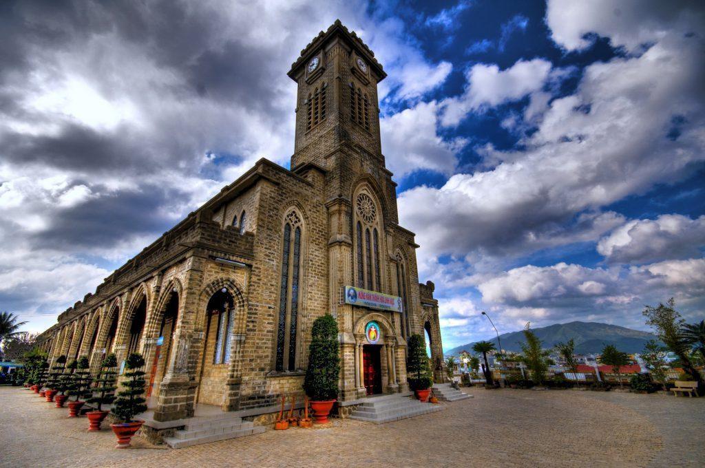 Top 5 Địa Điểm du lịch đẹp nhất Nha Trang - Nhà thờ Đá Nha Trang
