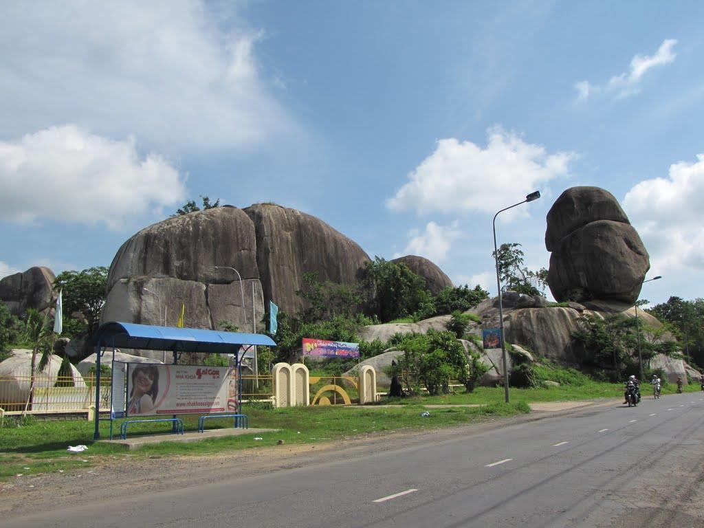 top-5-dia-diem-du-lich-hap-dan-nhat-dong-nai-html đá chổng định quán