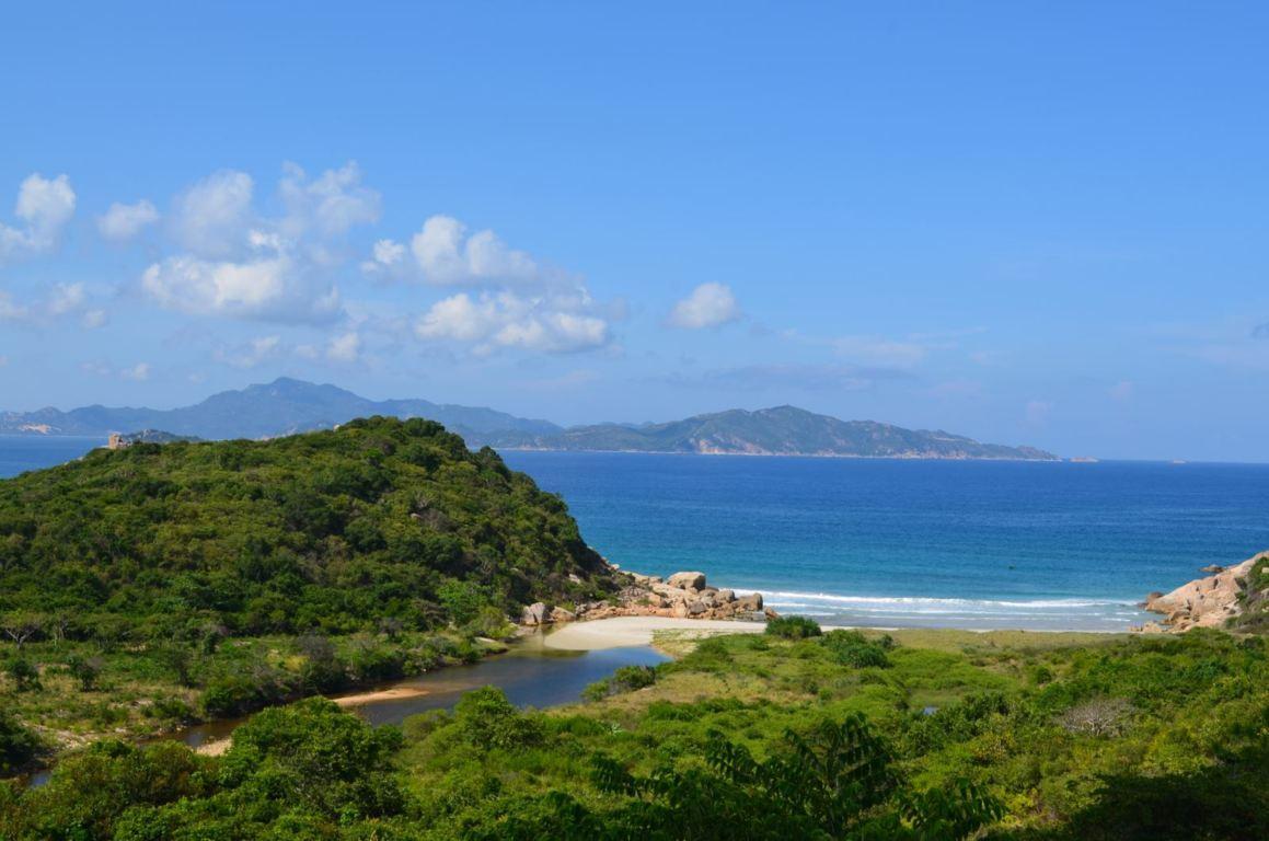 Top 5 địa danh du lịch nổi tiếng của Phú Yên đảo hòn chùa