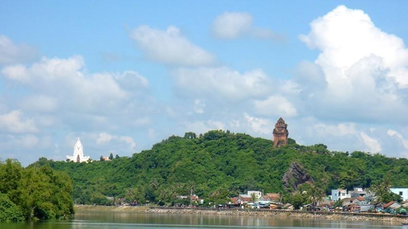 Top 5 địa danh du lịch nổi tiếng của Phú Yên núi nhạn
