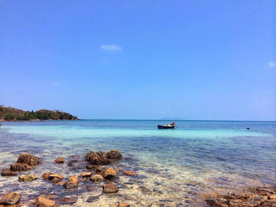 Hòn đảo bí ẩn và thú vị ở Kiên Giang với cái tên Hải Tặc chắc chắn sẽ khiến bạn liên tưởng tới các bộ phim cướp biển. Thực tế địa điểm du lịch hấp dẫn ở Kiên Giang này có tên như vậy cũng bởi vì quần đảo Hải Tặc từng có tiếng là nơi xảy ra nhiều vụ cướp biển.